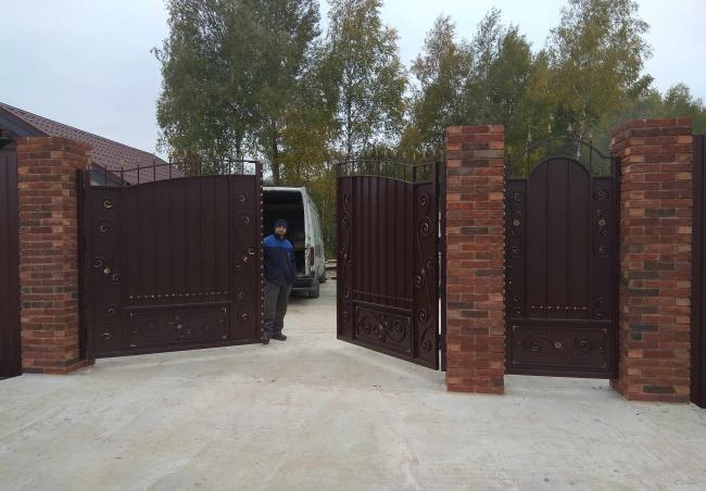 Ворота из металического штакетника